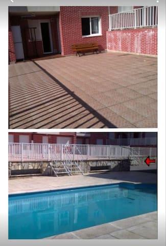 Bajo con terraza y piscina