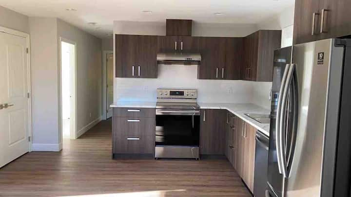 Luxury Upstairs 2BR suite with private entrance