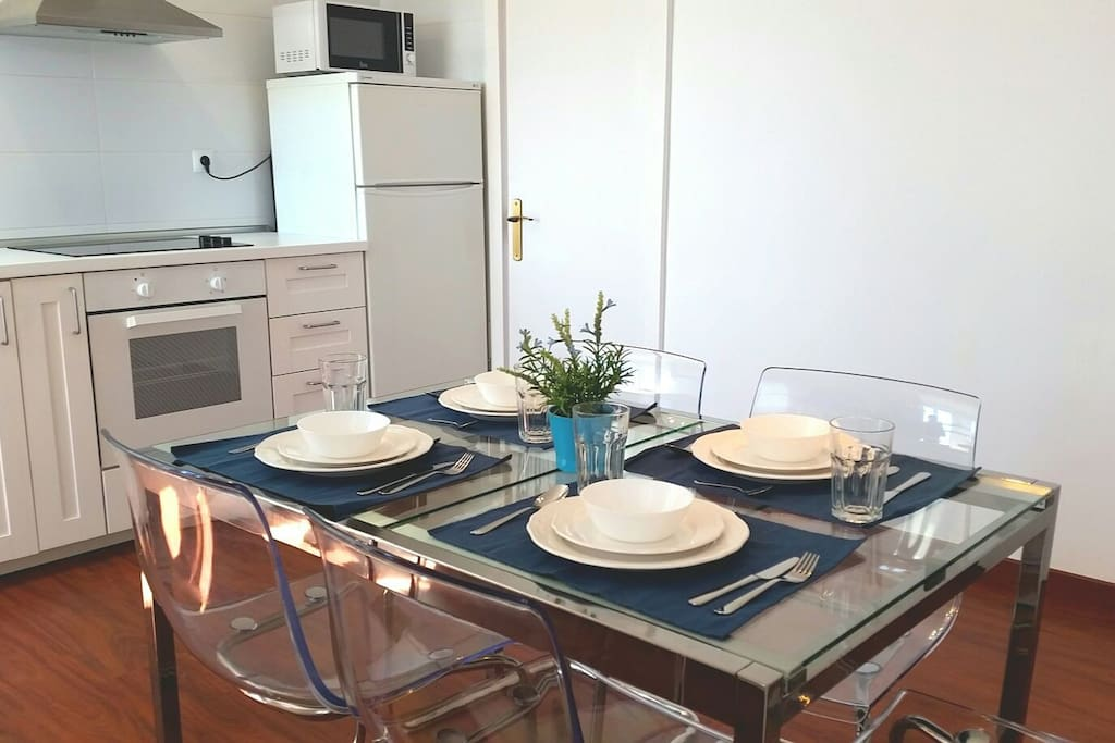 cocina con mesa extensible