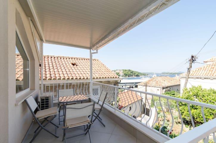 Giardino apartment with Balcony and Sea view (2+2)