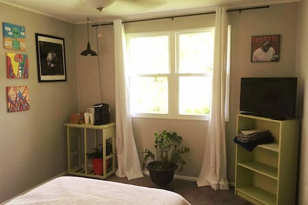 Clean, private bed and bath in mid-century beauty