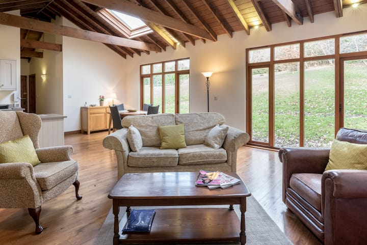 Stunning converted barn with garden & tennis court
