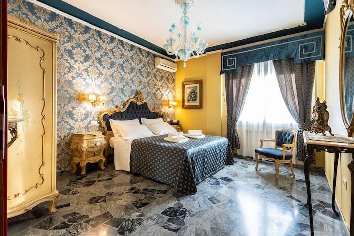 Classic Venetian room