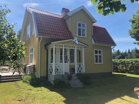 Charmante cottage dicht bij de natuur, 30 min van Ullared