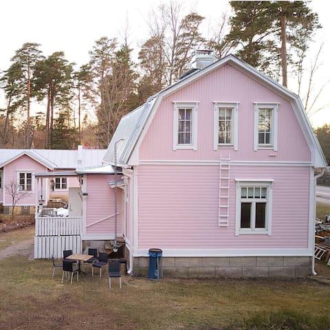 Villa Åsa, huvilan yläkerta, Korsmaninkatu 58