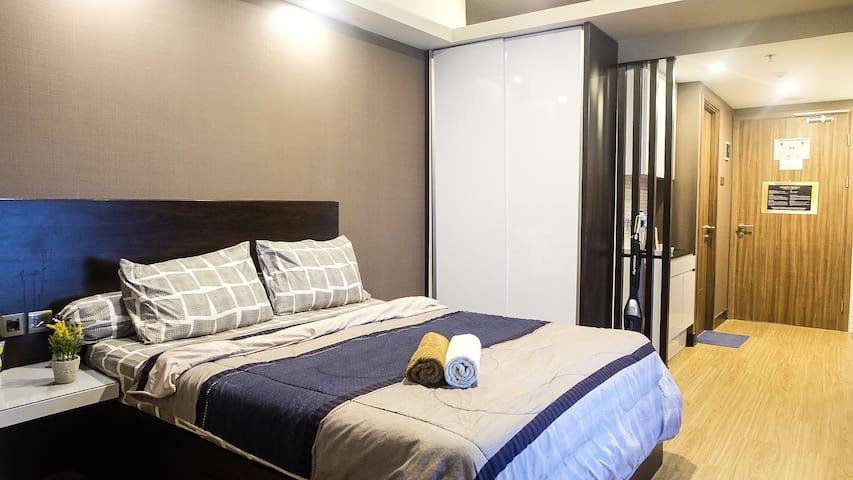Premium and Luxurious Studio Apartment with Complete Facilities. Enjoy sleeping and waking up next to a really beautiful view of Bandung and fresh air !