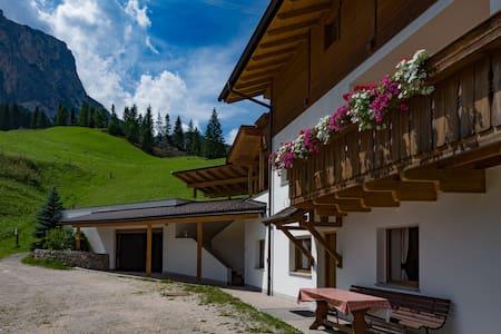 Wohnung mit Blick auf die Berge - Badia - อพาร์ทเมนท์