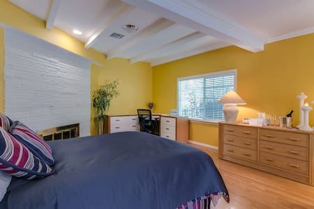Cozy B&B Near Getty, UCLA, and Universal Studios - Los Angeles