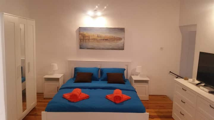 1 bedroom apartment 5 minutes walk to Valletta (4)