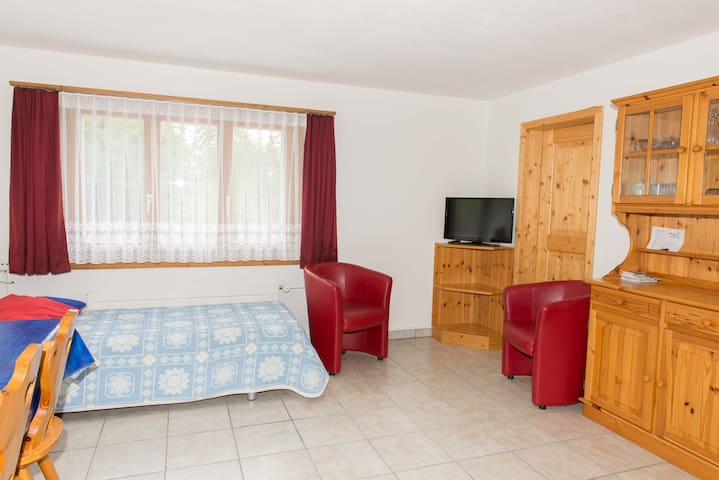 Casa Malanca, (Flumserberg Tannenheim), 3-room appartement with bath/shower/balcony (right)