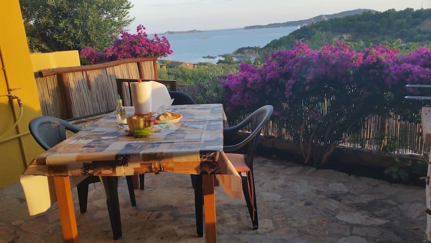 Casa con vista a 200 m. dal mare a Villasimius