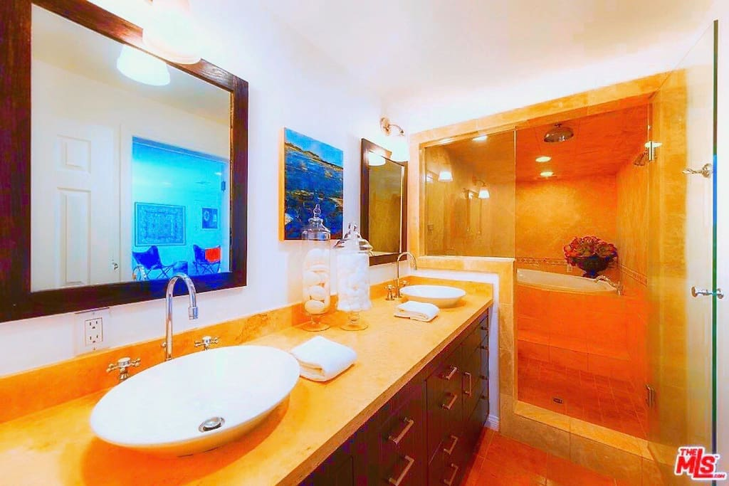 PRIVATE EN-SUITE STEAM-ROOM: Includes LARGE 2 PERSON JACUZZI TUB with CANDLES + HIGH-END DESIGNER BATHROOM  W/ 2 RAIN-DROP SHOWERS & 2 SINKS. Enjoy PLUSH HAND SOAP, LUXURIOUS SHAMPOO, CONDITIONER, & BUBBLE BATH, BATH TOWELS & HAND TOWELS.