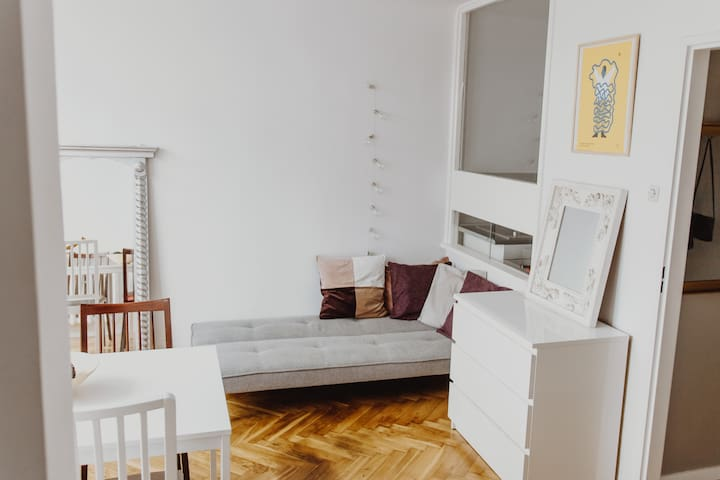 VARSOVI studio1 Grzybowska