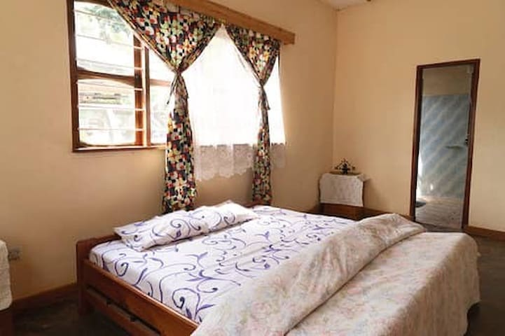 Cozy, quiet room in Lushoto with private bathroom