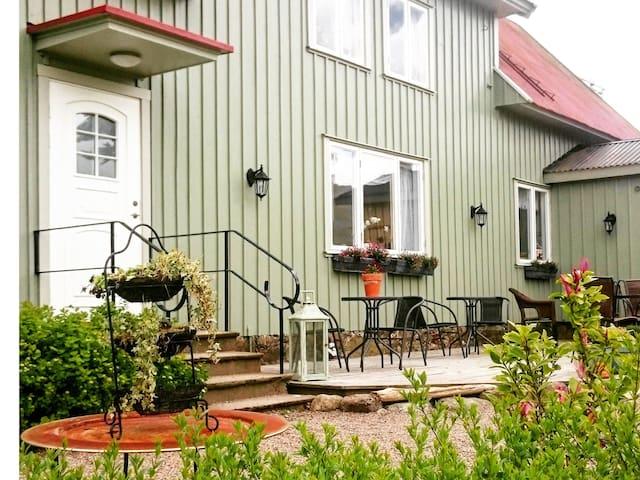 Karlsbergs Gård. 7 rum med badrum - Tvååker