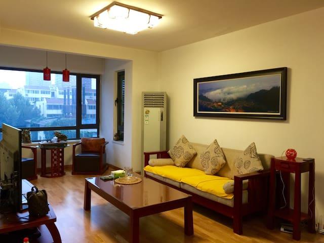 五道口附近古典风格的两室一厅,步行至地铁只需五分钟! - 北京 - House