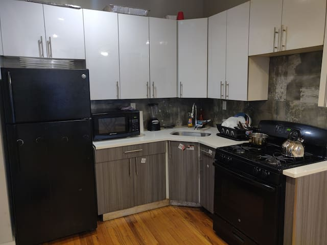 1 private bedroom available in an apartment