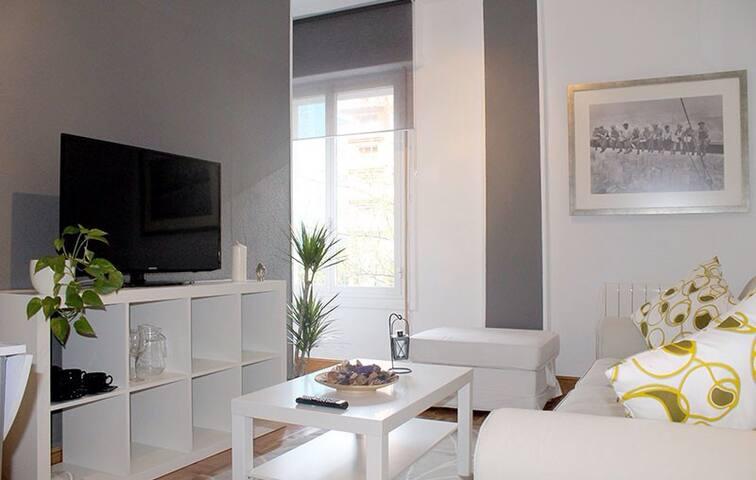 APARTAMENTO céntrico, 3hab y garaje - Donostia - Condominium