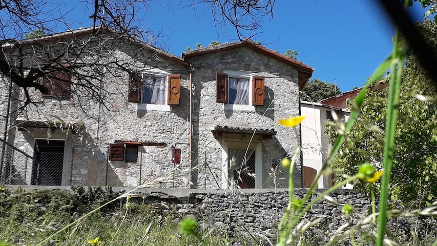 Rustic House in Mountain Belvedere Acera