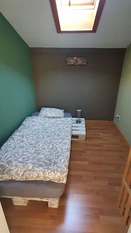 1 Bett Schlafzimmer