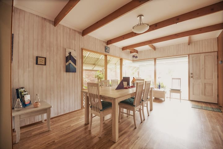 Brighton: 4 br private house ideally located WI FI