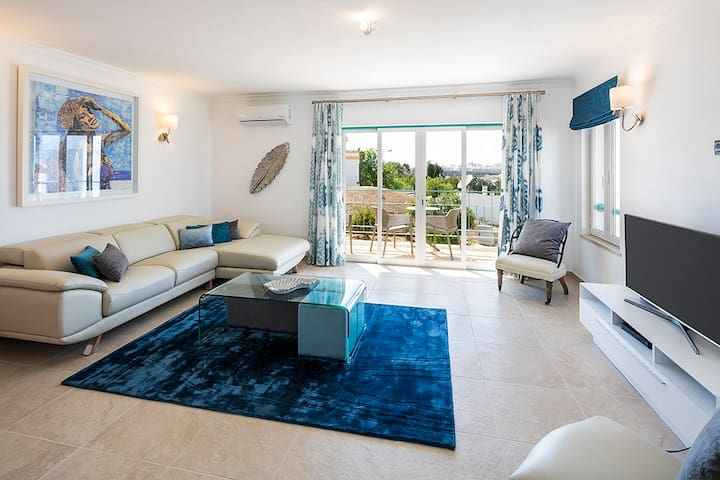 Apartment Luka - Lovely 3 bedroom apartment, walking distance to centre and beaches