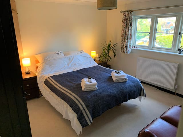 Double room with private bathroom in South Downs.
