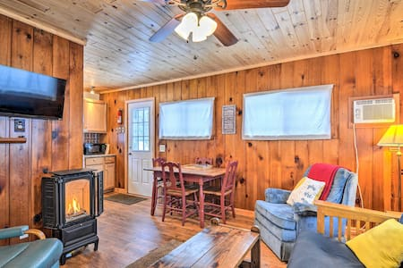 NEW! Welcoming Cabin Nestled by Lake Charlevoix!