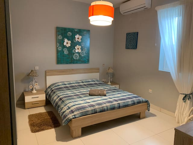 Modern Room  by the Airport  Malta 7 min walk