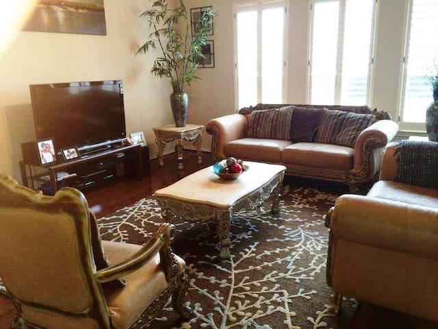 2 Story Home by IAH, 15mins from downtown Houston - Humble - House