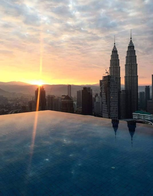 Sunrise at the infinity pool