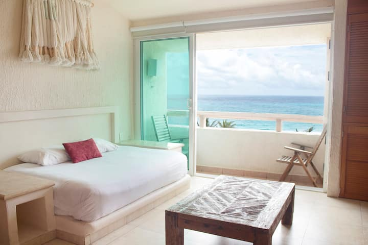 CONDO LOFT ON THE BEACH, DOUBLE BED AND SEA VIEW