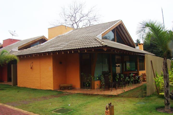 Alugo belíssima casa no Centro de Bonito - MS