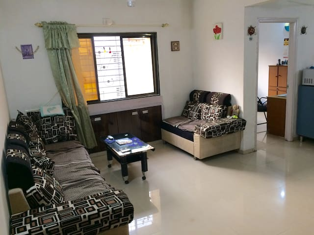Quite, spacious room with breakfast - Surat - Flat