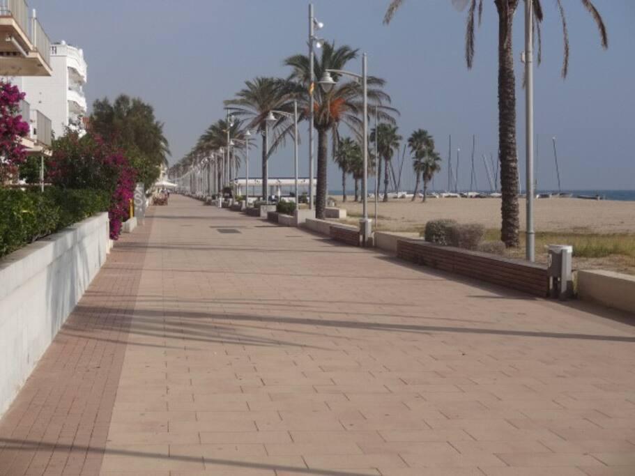 de brede promenade