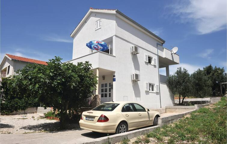 Holiday apartment with 2 bedrooms on 38m² in Okrug Gornji