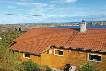 2 Bedrooms Home in Turøy - Turøy