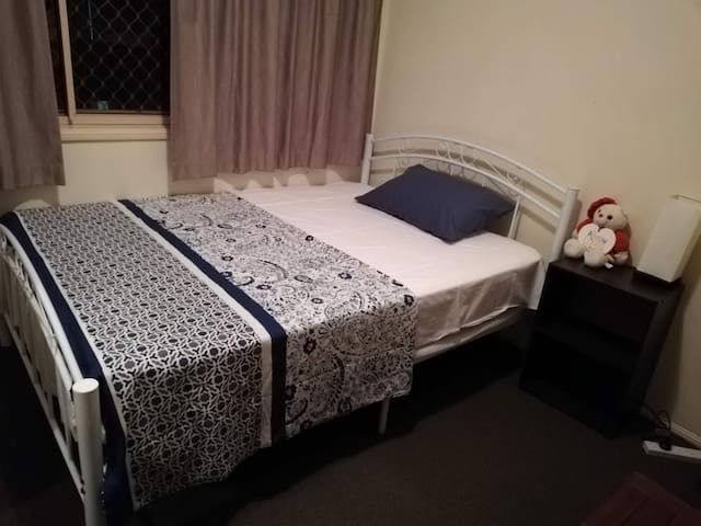 Nice room , 3 mins walk to Shopping Centre, buses
