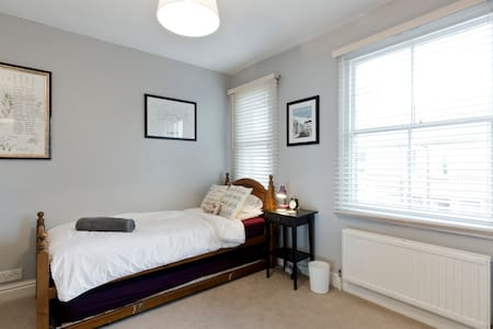 Private 1BD in terrace house w private bathroom. - High Wycombe