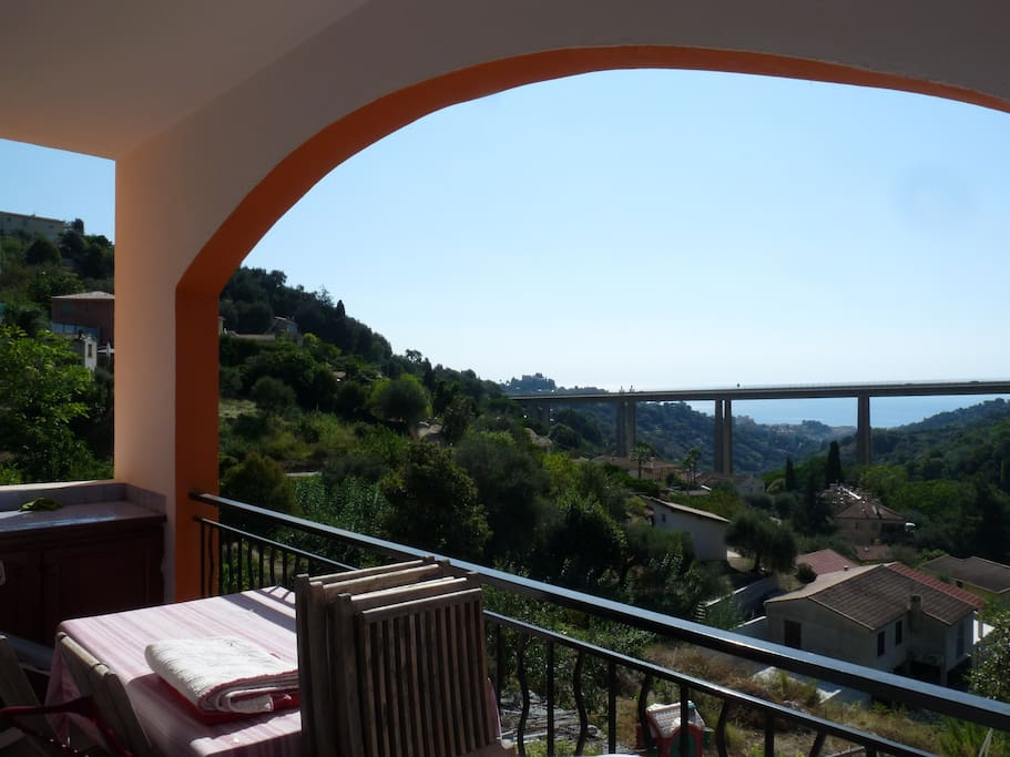 Villa louer proche menton monaco maisons louer for Chambre a louer monaco