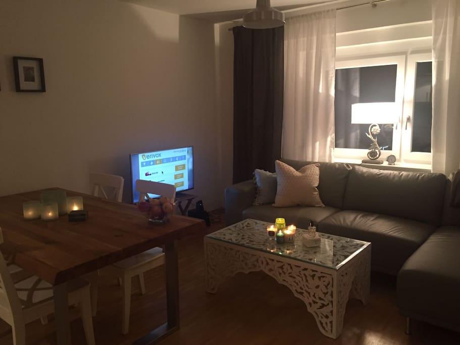 Das Wohnzimmer sieht nicht mehr so aus, da neue Möbel gekauft werden bzw. gekauft sind.