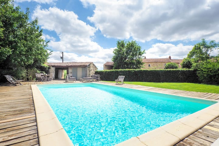 Attractive holiday home with private swimming pool and pool house in the Vendee