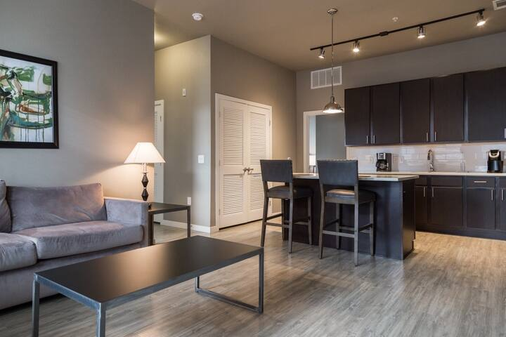 Luxury 2x2 Apartment with Flexible Lease Options
