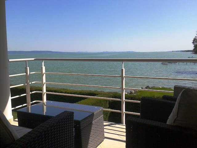 Waterfront panoramic apartman for 4 - Balatonboglár - Wohnung