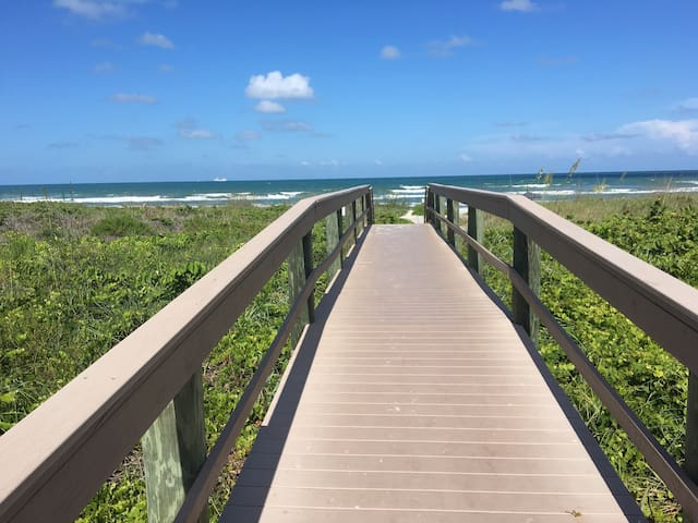 Beachfront Condo! Cocoa (Orlando's) Beach, Fl - 코코아 비치(Cocoa Beach) - 아파트(콘도미니엄)