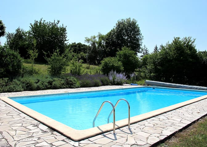Contemporary villa with shared pool - Saint-Paul-Lizonne - วิลล่า