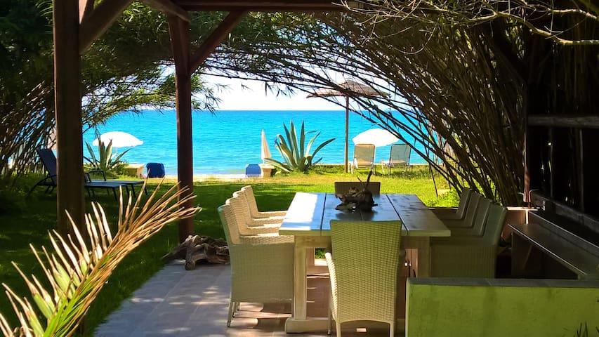 Blue Waters Beach Retreat (Mistral Apartment)