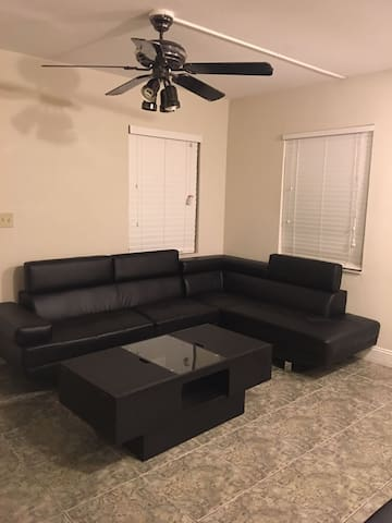 """Entire Apt. """"Heart of Tampa"""" Instant Booking!"""