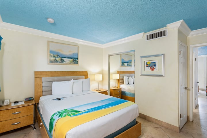 Waterfront Boutique Hotel - Sleeps 4 - One Queen Bed and One Sleeper Sofa