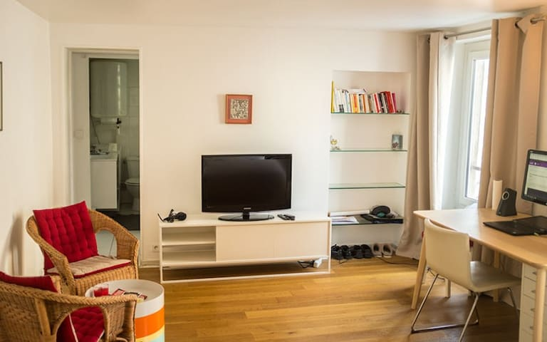 Bright apartment in République near the Marais